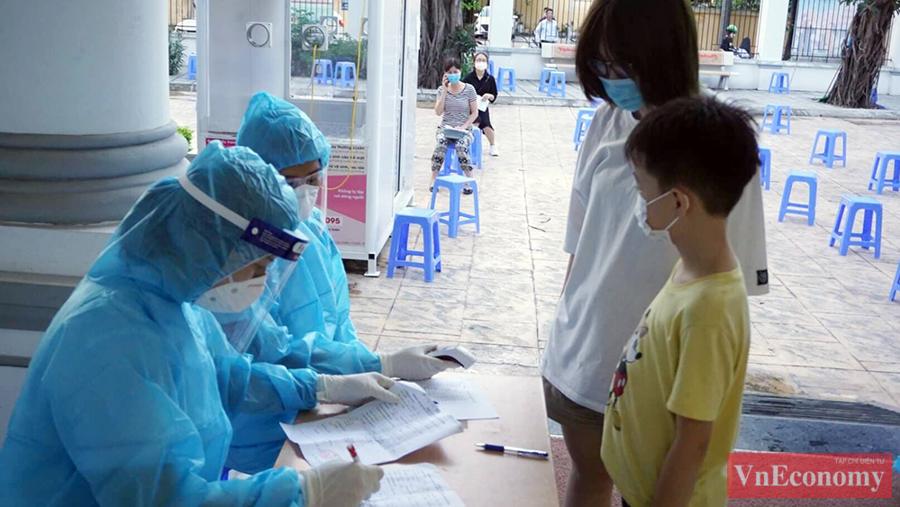 Sáng 10/7, Trung tâm Y tế quận Thanh Xuân cho biết,Trung tâm Y tế quận đã lấy mẫu xét nghiệm cho 278 trường hợp trở về từ TP.HCM.