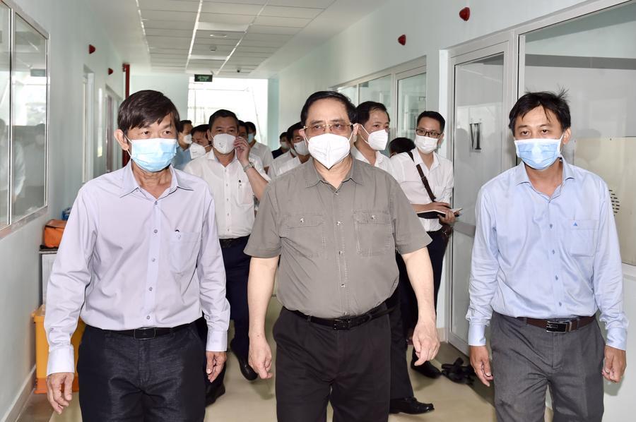 Sáng cùng ngày, Thủ tướng cùng đoàn công tác đến thăm Trung tâm Kiểm soát bệnh tật (CDC) Tây Ninh, Bệnh viện Lao và bệnh Phổi tỉnh Tây Ninh. Sau đó, Thủ tướng đã đến cửa khẩuquốc tế Mộc Bài kiểm tra công tác phòng chống dịch tại đây.