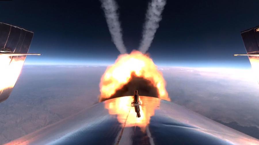 Ngọn lửa phát ra từ tàu VSS Unity trong chuyến bay.