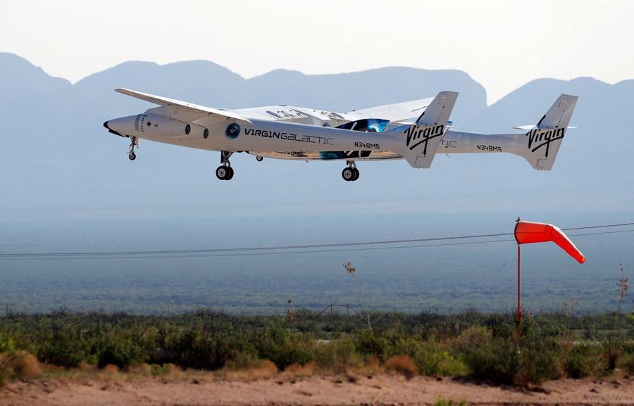 Tàu phóng củaVSS Unity là chiếc máy bay phản lực hai thân có tên VMS Eve.