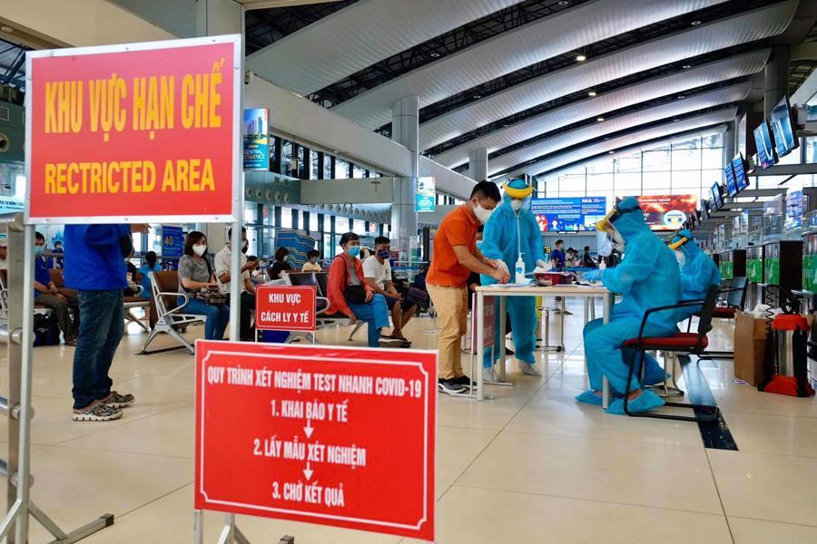 Trung tâm Y tế huyện Sóc Sơn (Hà Nội) cung cấp dịch vụ test nhanh Covid-19 tại sân bay Nội Bài. Ảnh: Cảng hàng không quốc tế Nội Bài.
