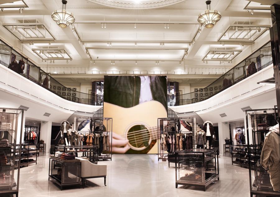 Sức muađang tăng nhanh ởnhiều thương hiệu thời trang xa xỉ, khiến cho giá cả cũng tăng lên.