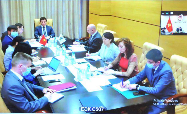 Ông Andrey Slepnev, Bộ trưởng phụ trách Thương mại, Ủy ban Kinh tế Á – Âu chủ trì buổi làm việc