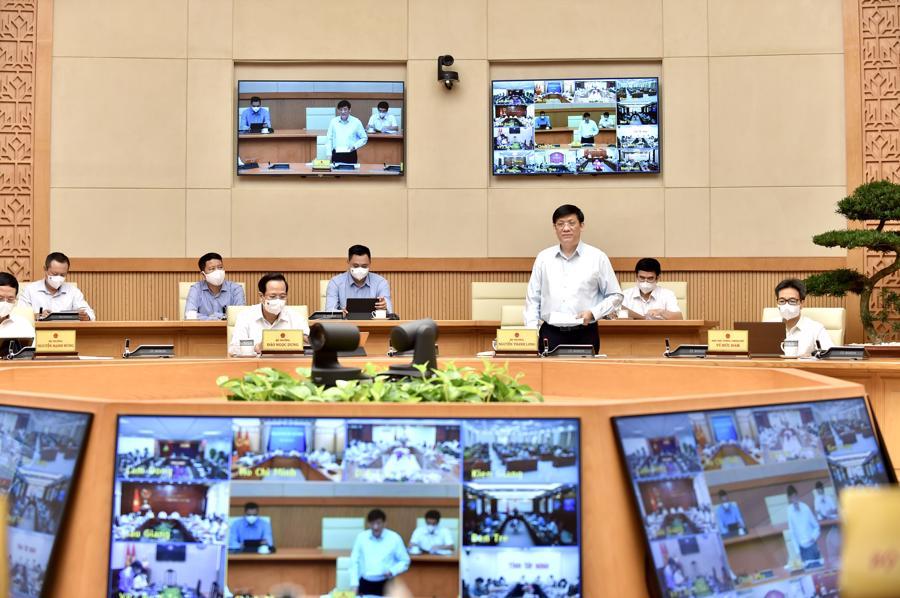 Bộ trưởng Y tế Nguyễn Thanh Long báo cáo tình hình dịch bệnh tại hội nghị -Ảnh: VGP