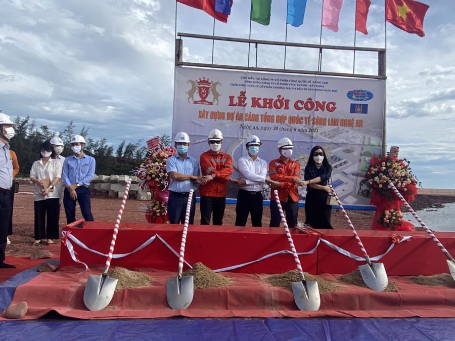 Dự án xây dựng Cảng tổng hợp quốc tế Sông Lam Nghệ An tại xã Nghi Thiết, huyện Nghi Lộc (Nghệ An) vừa chính thức khởi công.