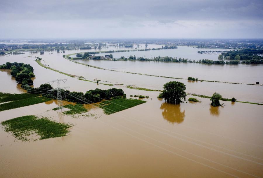 Ngập lụt tại Aasterberg, tỉnh Limburg, Hà Lan sau những trận mưa lớn -Ảnh: AFP/Getty Images