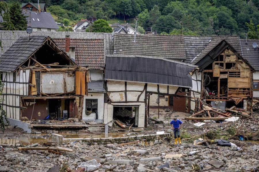 Một khu vực dân cư bị tàn phá sau trận lũở Schuld - Ảnh: AP