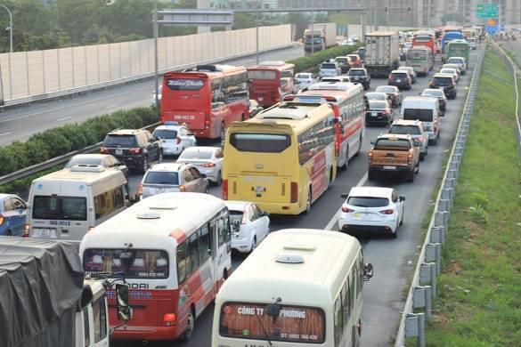 Việc ùn tắc tại nút giao Pháp Vân - Vành Đai 3 khiến cao tốc Pháp Vân thường xuyên ùn tắc kéo dài.