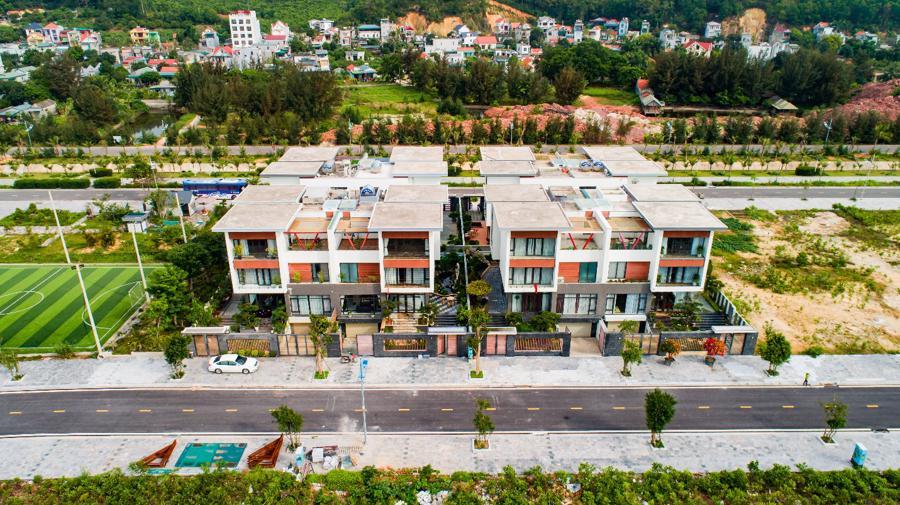 Nhiều căn biệt thự trong khu đô thị đã hoàn thiện và đón người vào ở, khai thác kinh doanh.
