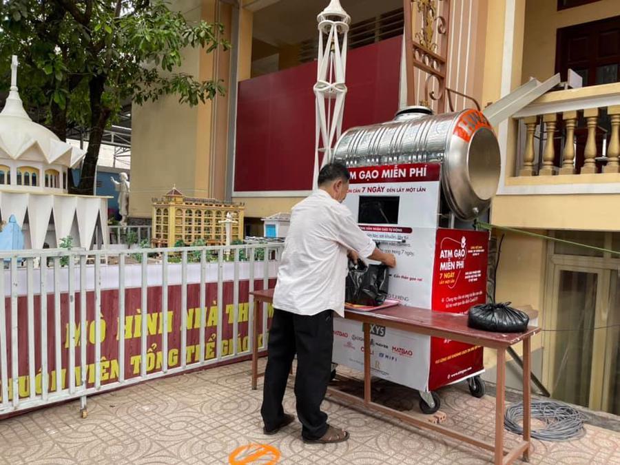 ATM gạo nhận diện khuôn mặt, tặng miễn phí cho người dân tại TP.HCM.