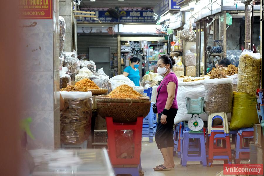 Hà Nội: 2.150 gian hàng chợ Đồng Xuân đóng cửa để phòng dịch - Ảnh 6