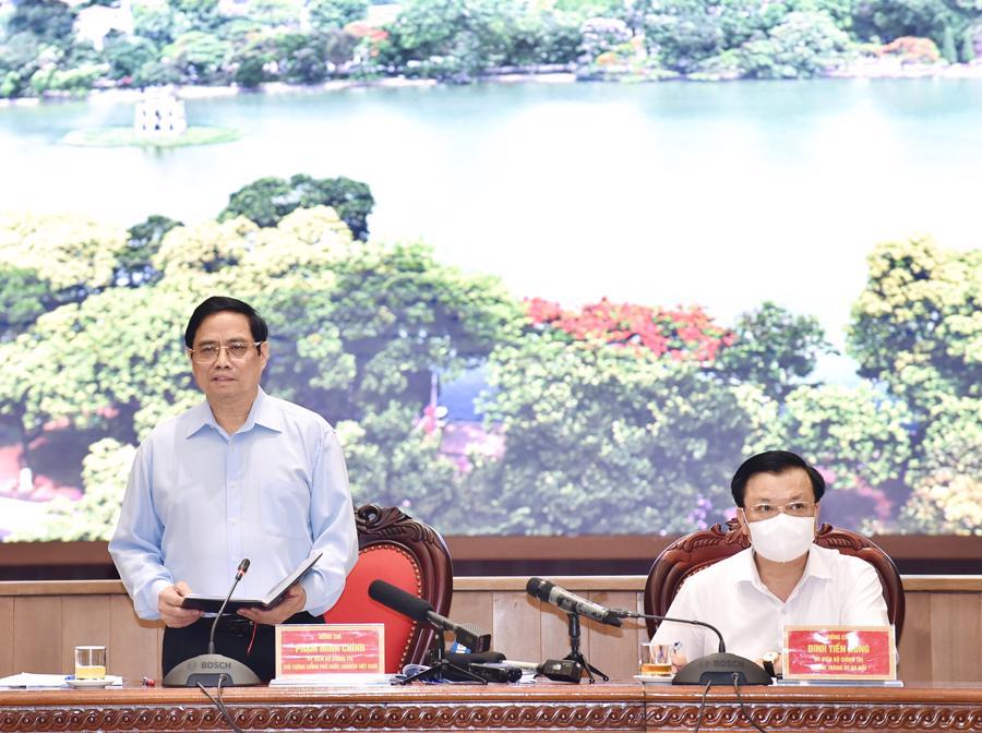 Thủ tướng Phạm Minh Chính (trái) phát biểu - Ảnh: VGP
