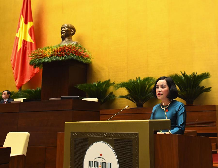 Phó Trưởng Tiểu ban Nhân sự, Ủy viên Ủy ban Thường vụ Quốc hội khóa XIV Nguyễn Thị Thanh báo cáo kết quả xác nhận tư cách đại biểu Quốc hội khóa XV - Ảnh: Quochoi.vn