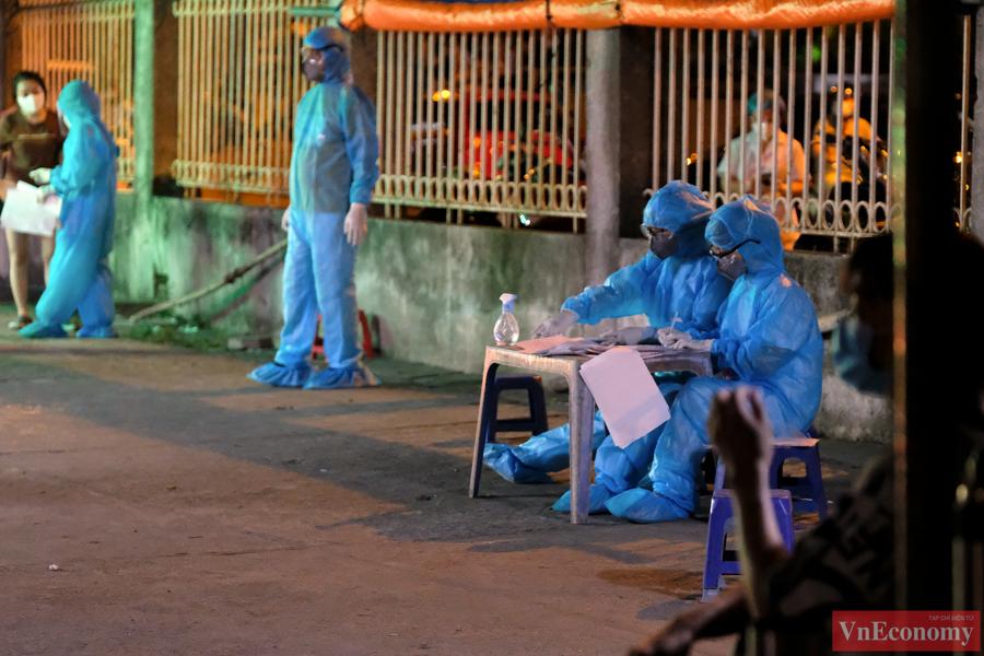 Theo Sở Y tế Hà Nội, hiện tại khu vực này còn có thêm trường hợp nghi ngờ đang chờ kết quả xét nghiệm khẳng định.