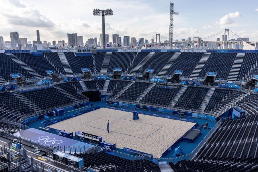 Một sân thi đấu bóng chuyền bãi biển với 12.000 chỗ ngồi ở Tokyo. Tại Thế vận hội này, các sân vận động và nhà thi đấu sẽ không có khán giả - Ảnh: Getty/WSJ.