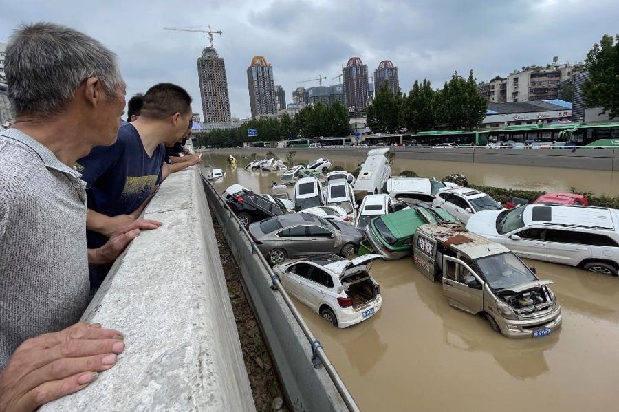 """Hình ảnh trận lũ lịch sử 1.000 năm ở """"thành phố iPhone"""" Trung Quốc - Ảnh 1"""