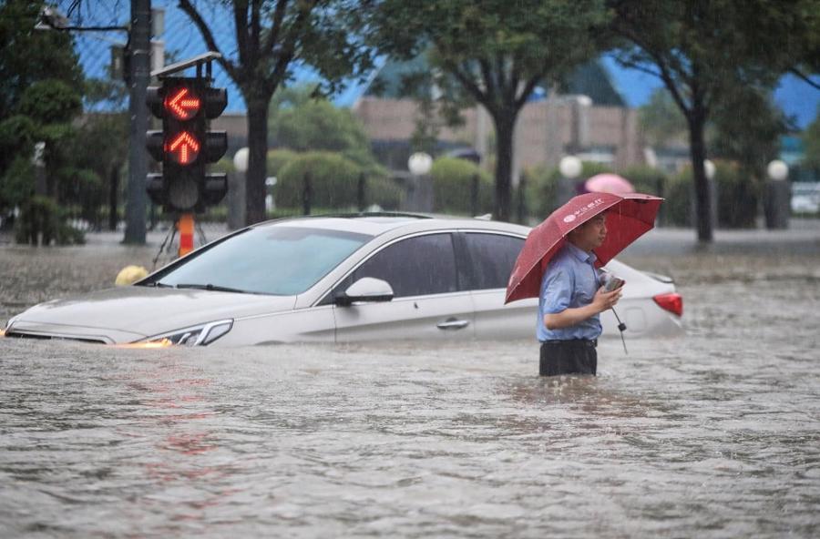 Một con phố ngập trong nước tại Trịnh Châu ngày 20/7 - Ảnh:AFP