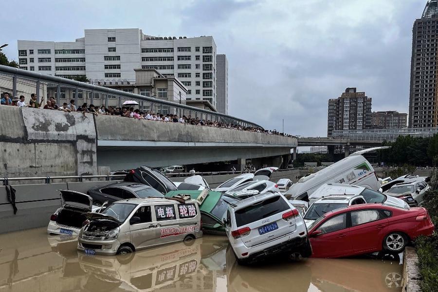 """Hình ảnh trận lũ lịch sử 1.000 năm ở """"thành phố iPhone"""" Trung Quốc - Ảnh 2"""