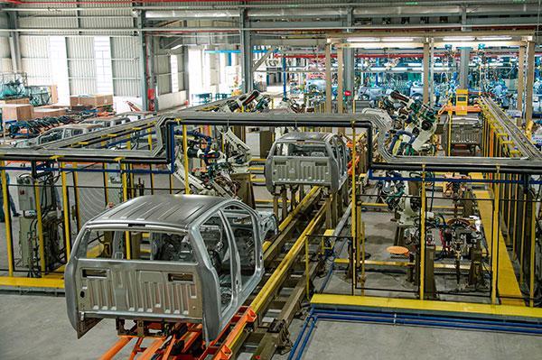 Ford Ranger lắp ráp tại Việt Nam chính thức xuất xưởng - Ảnh 1