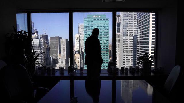 Áp lực công việc khiến nhiều nhân viên Phố Wall kiệt quệ cả thể chất và tinh thần - Ảnh: Bloomberg