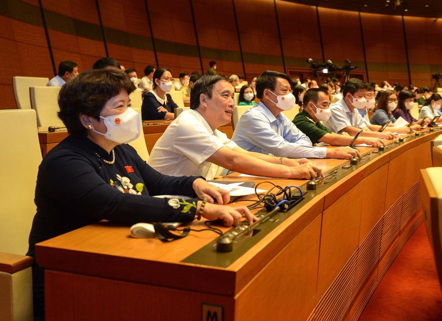 Các đại biểu Quốchội ấn nút biểu quyết thông qua các nghị quyết bầu lãnh đạo các cơ quan của Quốc hội và Tổng Kiểm toán Nhà nước - Ảnh: Quochoi.vn