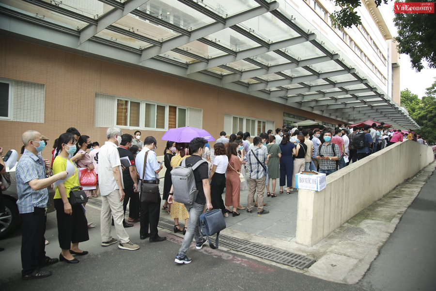 Bí thư Thành ủy Hà Nội chỉ đạo tạm dừng điểm tiêm vaccine Covid-19 tại Bệnh viện E - Ảnh 3