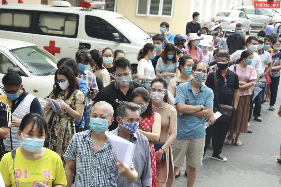 Bí thư Thành ủy Hà Nội chỉ đạo tạm dừng điểm tiêm vaccine Covid-19 tại Bệnh viện E - Ảnh 2
