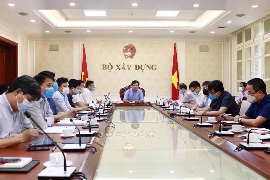 Thứ trưởng Bộ Xây dựng Lê Quang Hùng chủ trì cuộc họp