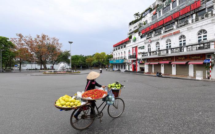 Taxi và xe ôm công nghệ tạm dừng tại Hà Nội - Ảnh 1