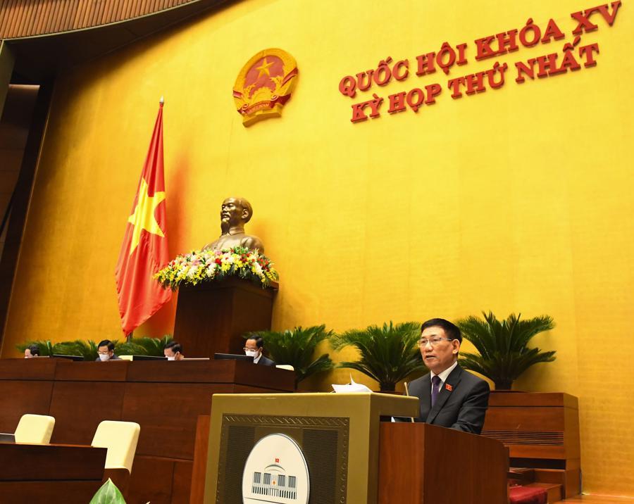Bộ trưởng Tài chính Hồ Đức Phớctrình bày Báo cáo về công tác thực hành tiết kiệm, chống lãng phí năm 2020 - Ảnh: Quochoi.vn