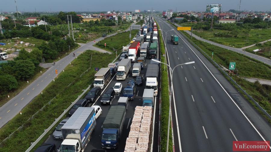 Lái xe phải khai báo y tế, đo thân nhiệt và kiểm tra lịch trình cũng như các giấy tờ liên quan đối với phương tiện được ưu tiên đi vào Hà Nội.