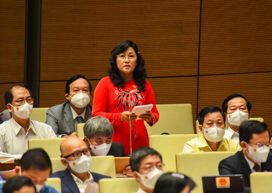 Đại biểu Nguyễn Thị Kim Bé, đoàn Kiên Giang, phát biểu tại phiên thảo luận - Ảnh: Quochoi.vn