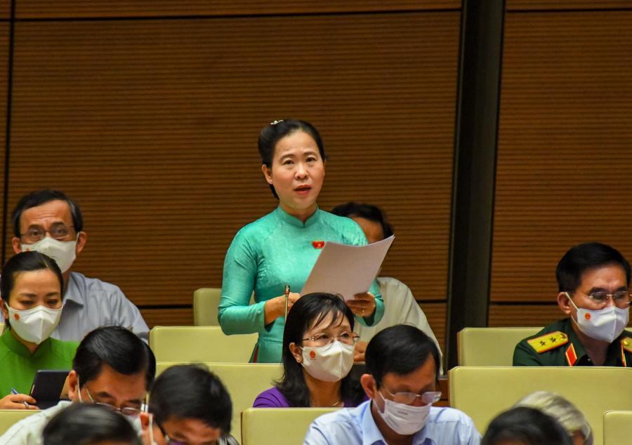 Đại biểu Tô Ái Vang thảo luận tại phiên họp - Ảnh: Quochoi.vn
