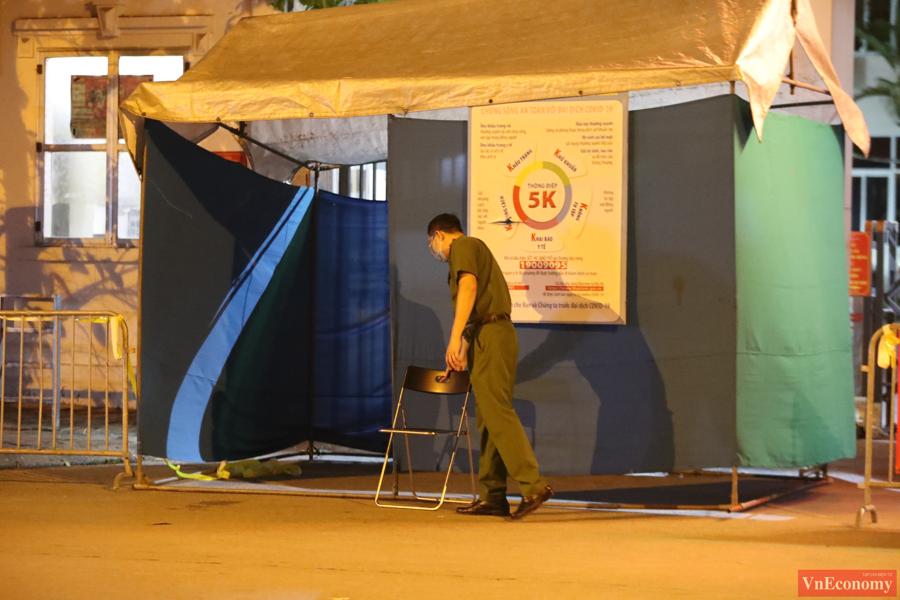 Dựng lều dã chiến phong tỏa Bệnh viện Phổi Hà Nội do có chùm ca bệnh chưa rõ nguồn lây - Ảnh 5