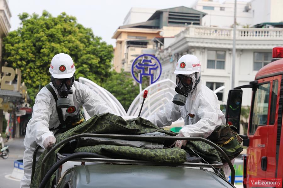 Xe đặc chủng phun khử khuẩn diện rộng tại Thủ đô Hà Nội - Ảnh 2