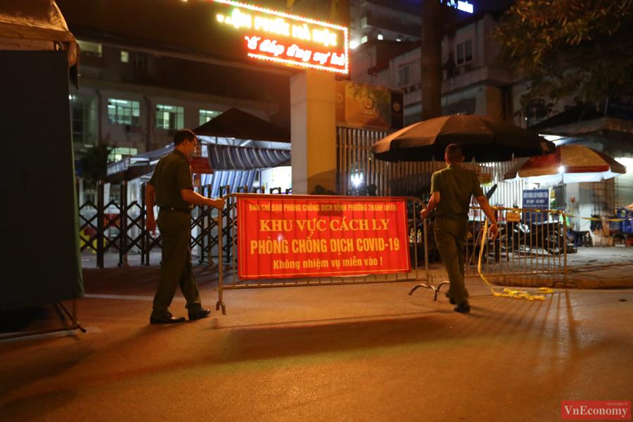 Sau khi nhận được thông báo của CDC Hà Nội 9/14 ca có kết quả khẳng định dương tính SARS-CoV-2, vào 18 giờ tối nay, bệnh viện đã tạm dừng tiếp nhận bệnh nhân.