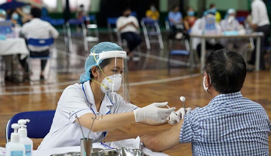TP.HCM sẽ đẩy nhanh việc tiêm vaccine trong những ngày tới, mổ rộng thời gian tiêm sau 18h.