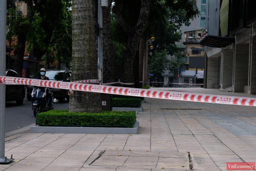Một bảo vệ nghi nhiễm Covid-19, Hà Nội phong tỏa tạm thời Vincom Center Bà Triệu - Ảnh 1