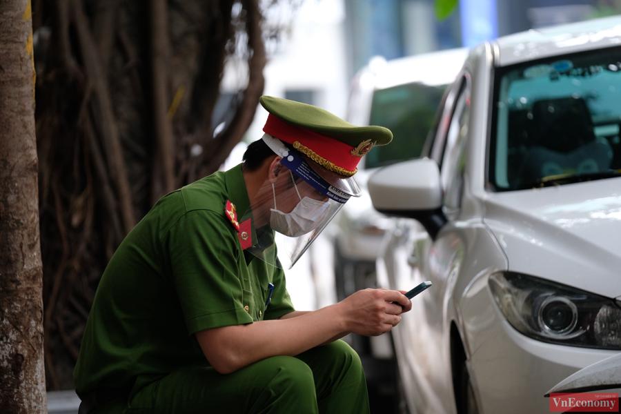 Trung tâm y tế quận Hai Bà Trưng đang khẩn trương tiến hành thu nhập thông tin truy vết đối với các ca nghi nhiễm.