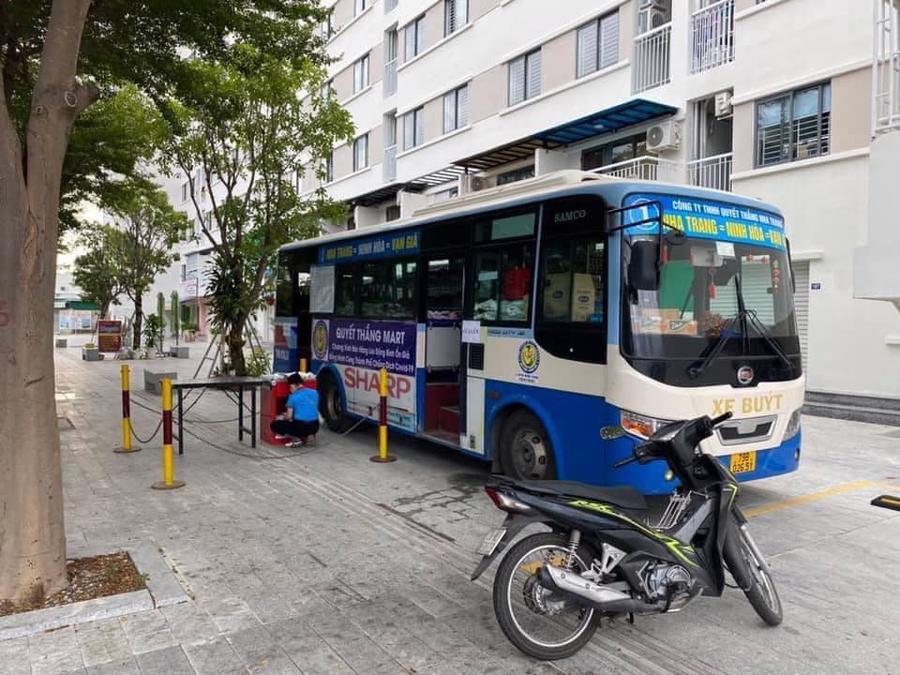 Doanh nghiệp Nha Trang biến xe buýt thành điểm bán thực phẩm - Ảnh 1