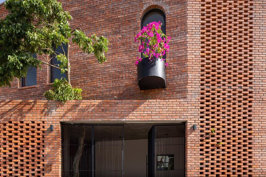 Ngôi nhà gạch Việt Nam được giới thiệu trên trang web kiến trúc hàng đầu thế giới - Ảnh 1