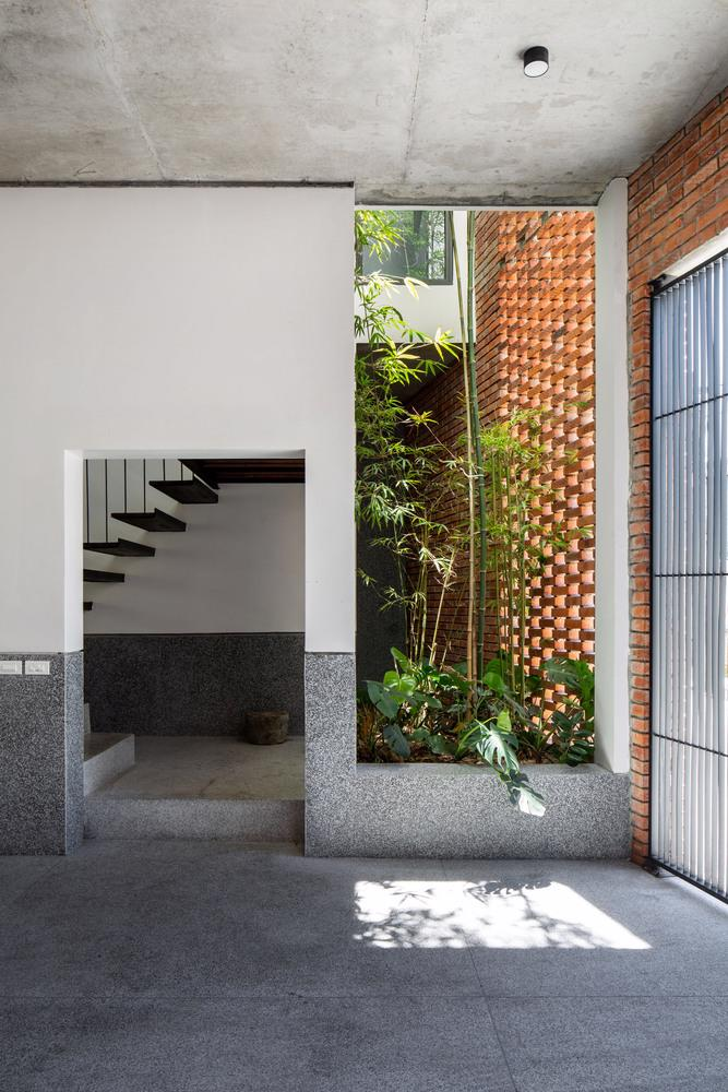 Ngôi nhà gạch Việt Nam được giới thiệu trên trang web kiến trúc hàng đầu thế giới - Ảnh 7
