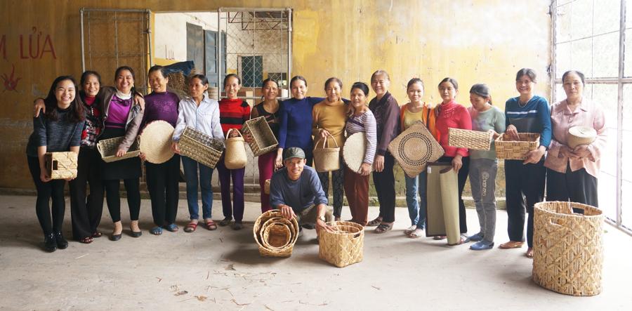Lĩnh vực thủ công mỹ nghệgiúp tăng thu nhập cho các làng nghề, các nghệ nhân, người có thu nhập thấp ở các vùng nông thôn.