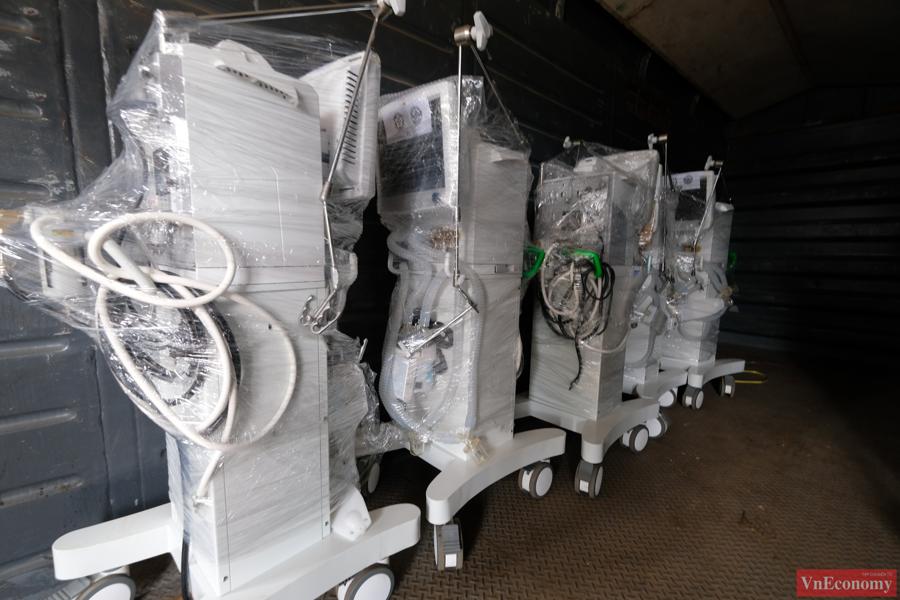 Cận cảnh toa tàu vận chuyển trang thiết bị y tế vào TP.HCM - Ảnh 6