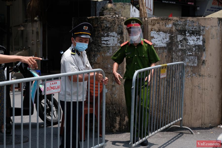 Chủ tịch UBND phường Chương Dương chịu trách nhiệm trước Chủ tịch UBND quận Hoàn Kiếm về việc tổ chức thực hiện cách ly y tế toàn bộ phường Chương Dương.
