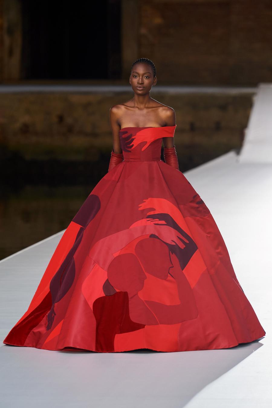 Valentino Couture Thu Đông 2021: cảm nhận những sắc màu - Ảnh 10