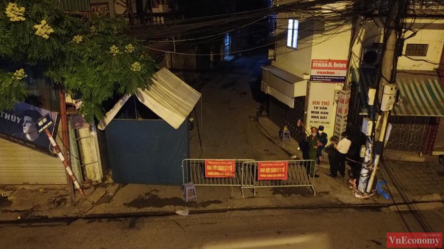 Hà Nội: Ngõ 651 Minh Khai thành khu vực cách ly y tế do phát hiện 20 ca nghi nhiễm - Ảnh 1