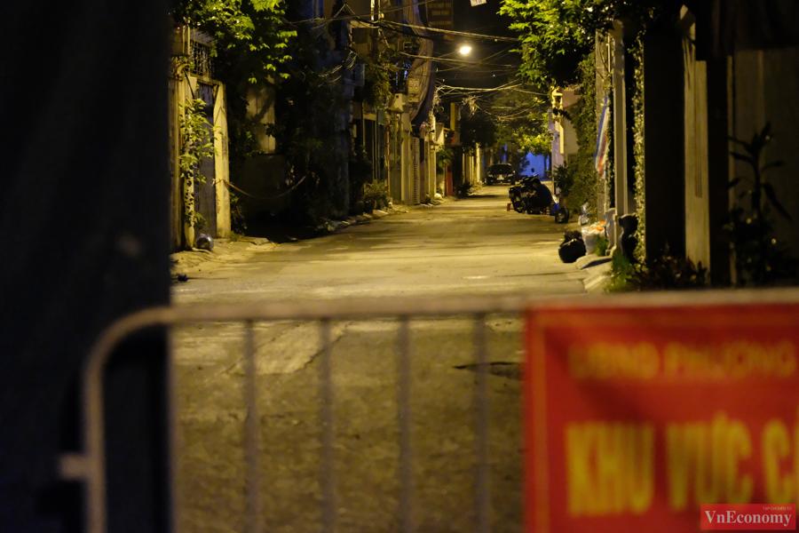 Hà Nội: Ngõ 651 Minh Khai thành khu vực cách ly y tế do phát hiện 20 ca nghi nhiễm - Ảnh 4