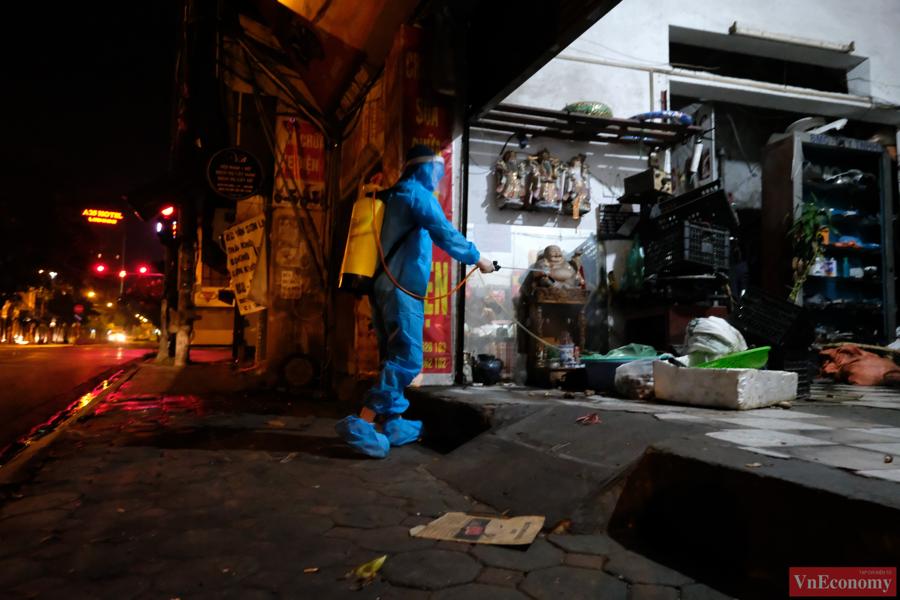 Hà Nội: Ngõ 651 Minh Khai thành khu vực cách ly y tế do phát hiện 20 ca nghi nhiễm - Ảnh 3