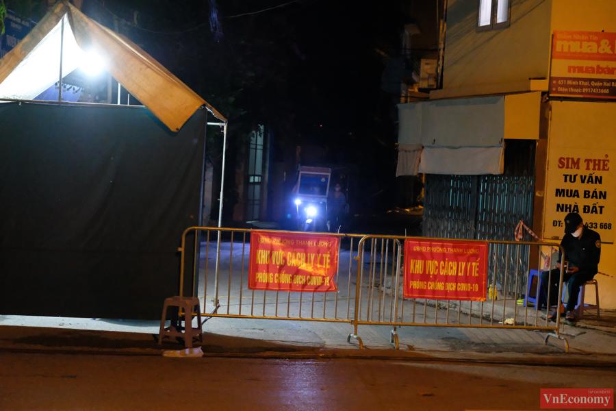 Toàn bộ người dân thuộc khu vực phong tỏa không được ra khỏi nhà, thực hiện từ 17 giờ ngày 1/8 đến khi có thông báo mới.